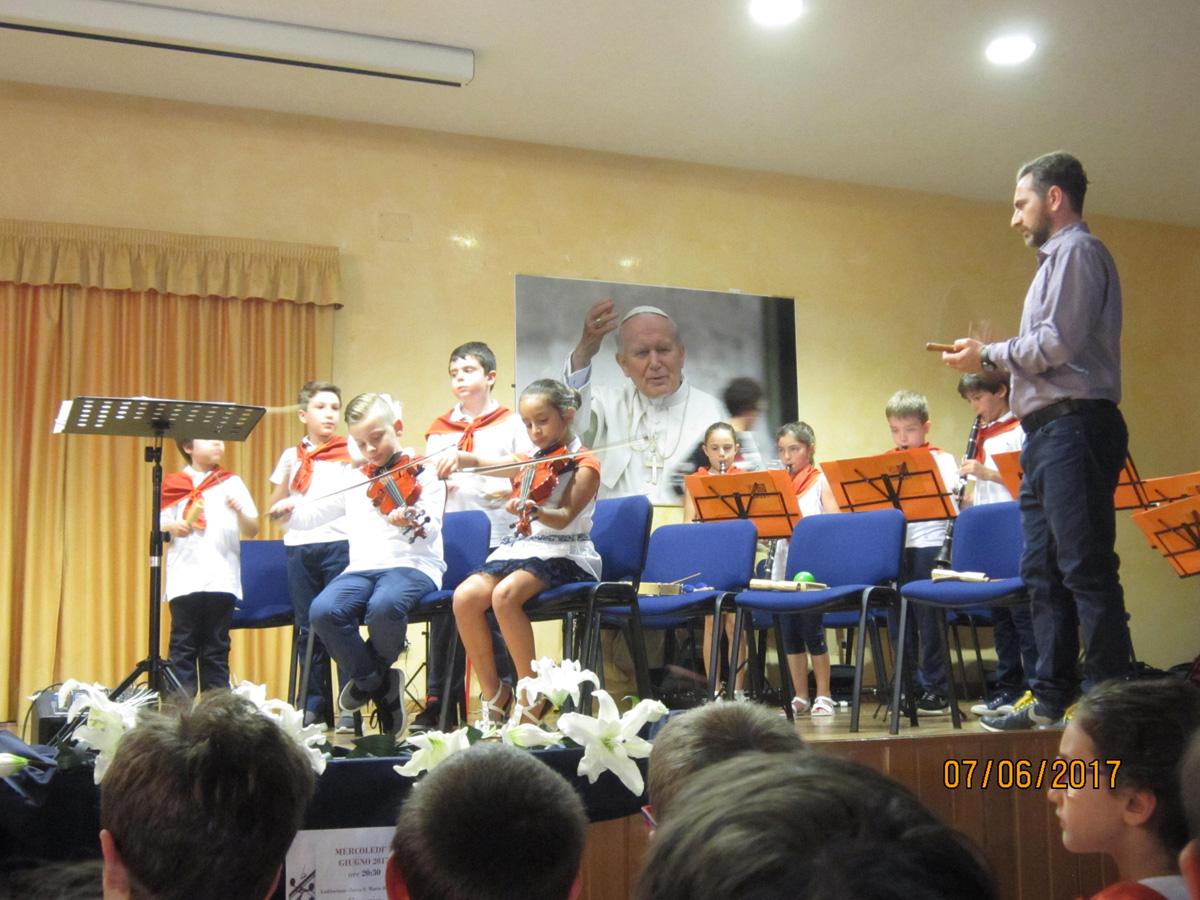 """Il concerto della scuola primaria """"N.M. Campolieti"""" incanta la platea"""